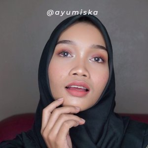 Puasa tinggal beberapa hari lagi guys! Jangan lupa konsumsi vit. C biar tetep seger selama puasa yaa 😉 Here's an 🍊-y makeup tutorial & I'm using minimal products of makeup 🙆🏻 - Btw guys, my review about Catrice HD Coverage Liquid Foundation is up on my youtube channel! Have you guys already seen it? If you guys don't, please check it out. link in bio 😘 ------- Details: #madformakeup Super Better Blender (purrrrrfect blender sponge, super soft and smooth application. RECOMMENDED👌🏼) #maybelline Baby Skin Instant Pore Eraser @catrice.cosmetics HD Liquid Coverage Foundation - 040 Warm Beige #maybelline fit me! Concealer - 25 medium #makeoverid Silky Smooth Translucent Powder - 04 Toffee #eminacosmetics Cheek Lit Pressed Blush - Marshmallow Lady #thebalmid Mary-Lou Manizer #purbasari Alas Bedak - Sawo Matang #thefaceshop Designing Eyebrow Pencil - 05 Dark Brown #rolloverreaction Browcara - Capuccino #rolloverreaction Sueded! Lip & Cheek Cream - Prudence #maybelline The Falsies Push Up Angel Mascara . . . #clozetteid #beauty #beautytutorial #makeuptutorial #simplemakeuptutorial #hijabmakeuptutorial #diaryhijaber #orangemakeuptutorial #beautybloggerindonesia #beautyvlogger #indonesiabeautyvlogger #indobeautygram #tampilcantik #maybellineindonesia @tampilcantik @wakeupandmakeup @makeupere @makeoverid @thebalmid @madformakeup.co  @rollover.reaction @thefaceshop.official @eminacosmetics @catrice.cosmetics @maybelline