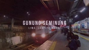 Yuhuuw akhirnya update vlog waktu travelling ke Gunun Seminung di Liwa, Lampung Barat 😆 . Sebenernya ini perjalanan waktu taun 2017 Pertama kalinya muncak ke gunung yang ada di Sumatera . Tonton selengkapnya di youtube channelku yaa Linknya ada di bio 🤗✨ . . . #clozetteid #travel #vlog #gunungseminung #liwa #lampung #lampungbarat #indonesia #voyagersjourney