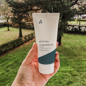 My life savior on winter! I thought it won't really moisturize my face, because of the extreme weather and I need more. But its totally enough!!!! It moist my face from inside out. From the outside it look matte but inside I feel my face well moisturize 👌🏻. You can also get this product! Shop link in my bio ♥️ #aestura #atobarrier365cream #charisceleb #cream #charisstore #charisAPP #clozetteid