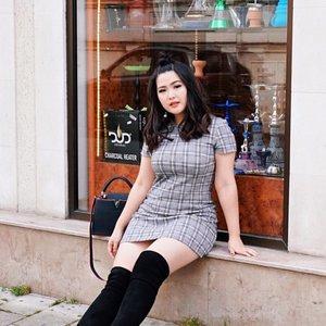 Maunya 📷 #ootd di dalem cafe nya, tapi apa daya kalo rame banget. Di luar pun jadi ya kan 👏🏻👌🏻✨ || 📷 : @alvita_bellaa . . #clozetteid #ootdindokece #ootdindo #lookbookindonesia #styleootd #ootd #ootdmagazine #ootdindonesia #potd #bunnyneedsmakeup #bvloggerid #gengbvlog #indobeautygram #indobeautysquad #beautychannelid #tampilcantik #ragamkecantikan #tipskecantikan #zonamakeupid #kbbvmember #kbbvfeatured #ghinaaroundtheworld