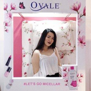Yesterday I just went to #JakartaxBeauty2018 🤩 and I found @OvaleBeautyID booth inside (YEAY! 🎉🤗) - Ini adalah ekspresi gua ketika gua akhirnya menemukan produk micellar water dalam negeri yang ga kalah sama brand luar 😍. Rasanya terlalu nyaman, sama kayak kasur di belakang aku ga bisa di tinggalin 😝 @OvaleBeautyID #snapovale #letsgomicellar - #clozetteid #JakartaXBeauty2018 @femaledailynetwork #potd #photooftheday