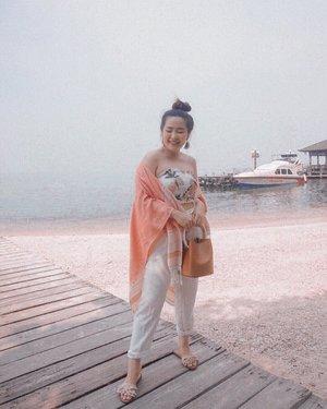 Just landed and took first OOTD photo 🤤 tempat nya bagus banget plus super relaxing parah! Ga sabar buat ikut keseruan acara selanjutnya ���    📷 : @rimasuwarjono  #OvalexClozetteID #AbsolutexClozetteID #MomentOfRefresh #LetsGoMicellar #GetReadyWithOvale #MicellarWater #AbsolutelyActive #clozetteid