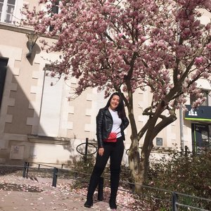 If winter has the courage to turn into spring who says I can't bloom just the same? 🤨😉 || 📷 : @alvita_bellaa #clozetteid #ootdindokece #ootdindo #lookbookindonesia #styleootd #ootd #ootdmagazine #ootdindonesia #potd #bunnyneedsmakeup #bvloggerid #gengbvlog #indobeautygram #indobeautysquad #beautychannelid #tampilcantik #ragamkecantikan #tipskecantikan #zonamakeupid #kbbvmember #kbbvfeatured #ghinaaroundtheworld