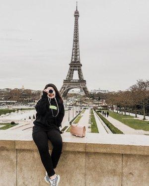 Eiffel I'm in love ♥️ #clozetteid #ootdindokece #ootdindo #lookbookindonesia #styleootd #ootd #ootdmagazine #ootdindonesia #potd #bunnyneedsmakeup #bvloggerid #gengbvlog #indobeautygram #indobeautysquad #beautychannelid #tampilcantik #ragamkecantikan #tipskecantikan #zonamakeupid #kbbvmember #kbbvfeatured #ghinaaroundtheworld