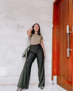 "Foto dadakan asli dan ga merem kok 😂 terus Tas minjem @isnadani karena tema nya ""one colour outfit"" ✨ -  #clozetteid #ootdindokece #ootdindo #lookbookindonesia #styleootd #ootd #ootdmagazine #ootdindonesia #potd #bunnyneedsmakeup #bvloggerid #gengbvlog #indobeautygram #indobeautysquad #beautychannelid #tampilcantik #ragamkecantikan #tipskecantikan #zonamakeupid #kbbvmember #kbbvfeatured  #shoxsquad"