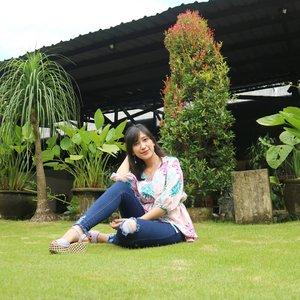Happy weekend, gengs! 🌹🍃. . #shinebabyshine #ootd #ootdfashion #ootdindo #ootdmagazine #theartofslowliving #fashion #cupoftheday #feelfreefeed #lovelysquares #chasinglight #finditliveit #thesimpleeveryday #minimal_perfection #minimalism #weheartit #blog #bloggerlifestyle #beautybloggerindonesia #bloggerlife #bloggerindonesia #clozetteid #lessismore #minimalove #simplicity #simpleandpure  #fashionblogger