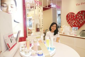 Just what I need after buzy days; giving myself body and skin treatment in @clarinsofficial 👌  I enjoyed every second in there because of their skillful massage and the good products ❤  Full review, both of experience and price, will be up on my blog. Stay tune! 🐣  #ClarinsSkinSpa #ClarinsJakarta #ClarinsSpaPP #PacificPlaceJkt #ClarinsIndonesia #SpaJakarta #Clarins #SpaLover #Beauty #OpenSpaTreatment #ToBeABetterYou  #shinebabyshine #likeforlike #instagood #instamood  #pursuithappiness #theartofslowliving #whywhiteworks #cupoftheday #feelfreefeed #finditliveit #skincare  #weheartit #beautybloggerindonesia #bloggerindonesia #clozetteid