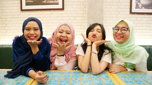 I do invest my energy to ppl who love sharing positivity vibes to me. Here they are, sister-by-heart 👭👭 Dear @mendyways @istakhaista @rizkymafriza... maybe I'm too shy to tell sweet words to all of you, but  thank you for accepting me with my weaknesses thank you for letting me being myself thank you for all cheesy jokes thank you for warm hugs whenever I need  thank you for standing by my side when times get hard, and thank you for making me laugh when I even didnt wanna smile.  Begini terus sampai tua yaaa 💕  Love, Dekcin 👒  #blog #blogging #blogger  #dailylife #beautyblogger #like4like #bloggerindo #bloggerswanted #bloggerstyle #bloggerlife #bloggerlifestyle #indobeautygram #instafriends #bestfriendgoals #relationshipgoals #friendshipgoals #beautybloggerindonesia #bloggerlife #bloggerindonesia #clozetteid