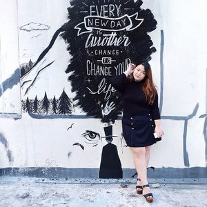 """Every new day is a chance to change your life "" 👌🏻Word! . . . . . . . #reneetan #reneeplusstyle #ClozetteID #clozetteambassador #plussize #plusfashion #psblogger #fashionblogger #ootd #ootdindo #ootdbigsize #effyourbeautystandards #celebratemysize #graffiti #quotes #quotestoliveby"