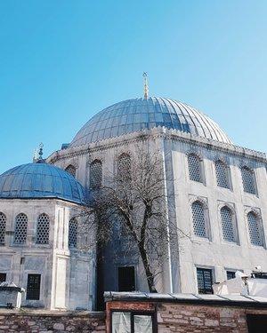 💙 . . . . #vsco #vscocam #vscoedit #vscofilter #vscogrid #vscodaily #clozetteid #vscogood #vscotravel #vscobest #vscogram #instadaily #istanbul #turkey #turkiye #instagood #instagram #travel #travelphotography #hagiasophia #ayasofya #🇹🇷 #mosque