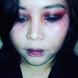 Just trying to remake one of the #makeupplus filter. Sorry if you're startled. 😜😁 Anyway, happy #malamjumat everyone!🎃👿💀 Eh, udah hari jumat deng.. hahaha  #horrorfilter #scaryfilter #halloweenfilter #halloween #halloweenmakeup #halloweenmakeupideas #clozetteid #facetofeet_id #zombiemakeup #vampiremakeup #🎃 #midnight #artsymakeup #makeuplover #makeupmania #beautyenthusiast #beauty #lovelymakeup