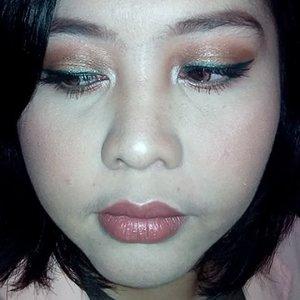 Brown smokey eyes with a lil' twist. Daripada pencil eyeliner ijonya nganggur mending dibikin look begini.. 👀😉💄 #kedapkedip #smokeyeyes #eyemakeup #eyemakeuptutorial #smokeyeyeswithatwist #brownsmokeyeyes #eyeoftheday #makeup #makeupdoll #makeuplover #beautyblogger #clozetteid #beautyenthusiast #アイメイク #アイシャドウ #メイクアップ #メイクtutorial #オルチャンメイク #韓国メイク #韓国メイクアップ #美人 #美少女