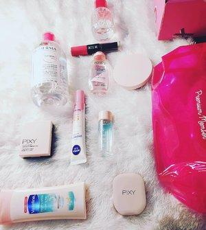 PINK PRODUCT  Akhirnya bisa ikut #BSPinkChallenge minggu ketiga ini 👄 memeriahkan challenge yang diadakan di bulan Oktober .   Memang hanya beberapa produk yang berwarna pink, seperti makeup dan skincare yang tidak terlalu banyak ❤❤❤  #Beautiesquad #BSagainstbreastcancer #BSPinkChallenge  #clozetteindonesia  #ClozetteID