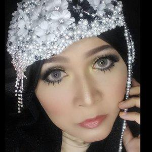 #makeupbyedelyne #hijabbyedelyne #thebabeface #hijabiqueen #hijabers #hijabandmakeup #starclozetter #clozetteidgirl #clozetteid #motd #fotd #indonesianbeautyblogger #beautybloggerindonesia #makeupartist #mua #riasmuslimahbandung