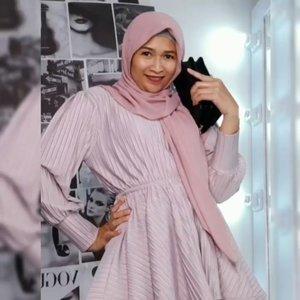 Video transisi pertama di tahun 2021, pakai baju-baju dan tas super keceh dari @disty.lyne , pashminanya dari @khaliluna.idn Buruan diorder yak 😎💙#ootdbyedelyne #ootdhijab #hijabstyle #outfit #outfitinspo #clozetteid #hijaboftheday #bloggerstyle