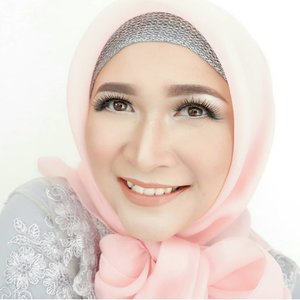"There is always a reason to smile. Find it !  Makeup kali ini sudah ada tutorialnya di YouTube channel aku, judulnya ""Bridesmaid Makeup Tutorial"" , semuanya pakai produk lokal Indonesia loo. Cuss langsung nonton ya �� #makeupbyedelyne #makeuptutorial #makeupoftheday #makeupandhijab #Clozetteid #makeup"