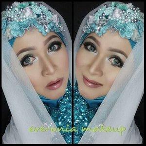 Romantic flowery look.#makeupbyedelyne #hijabbyedelyne #riasmuslimah #makeupartist #makeupartistindonesia #muabandung #hijabandmakeup #hijabstyle #hijabiqueen #hijabandmakeup #starclozetter #clozetteid #makeupideas #makeupmommy
