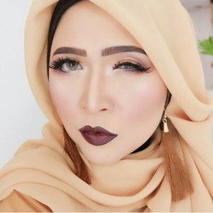 Good morning 😊#brushedbyedelyne #makeup #beautyinfluencers #mua #bandungbeautyblogger #tribepost #clozetteid #bloggerstyle #hijabandmakeup #hijabi #hijabinfluencer