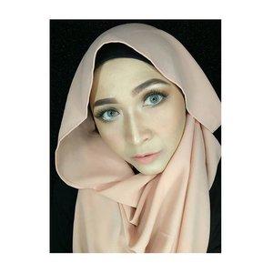 #makeupoftheday #makeupbyedelyne #motd #makeupandhijab #hijaboftheday #makeupartist #riasmuslimah #hijabbyedelyne #hijab #hijab #starclozetter #makeup #clozetteid #like4like #likeforlike