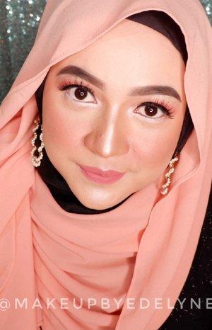 "Kali ini aku membuat video makeup tutorial, temanya "" Peachy Makeup Look"", semua makeup/kosmetik  yang digunakan pada tutorial makeup kali ini menggunakan produk-produk dari @wardahbeauty , semoga bermanfaat yaa, jangan lupa likenya , kalau ada pertanyaan silahkan tulis aja di kolom komentar , terima kasih 💙💙💙. #WardahInspiringMUA2020 #FeelThePerfection #brushedbyedelyne #makeup#clozetteid #mua#makeupartist @wardahbeauty"