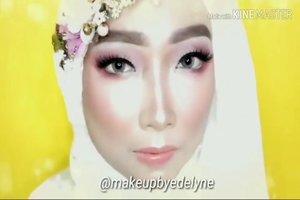 Beberapa produk yang dipakai, antara lain: @ltpro_official Glow Perfect Highlighter Kit 01 dan Glow Perfect Liquid Highlighter Aurora@ran_cosmetic_indonesia powder R23 Video lengkapnya ada di YouTube channel aku, link di bio. #makeupbyedelyne #makeupandhijab #makeupoftheday #riaspengantinmuslim #riasmuslimah #tutorialmakeup #makeup #beforeandaftermakeup #thepowerofmakeup #makeuptransformation #tampilcantik #inspirasimakeup #wakeupandmakeup #makeupandhijab #makeupartist #muagarut #muabandung #noeyebrowtrimming #muaindonesia #mua #makeupartist #makeupartistworldwide #makeuptutorial #bandungbeautyvlogger #bandungbeautyblogger #minitutorial #makeup #clozetteid #belajarmakeup #naturalmakeup #makeuplover #makeupaddict