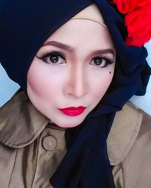 Is it Friday ? ❤🖤🖤❤  #brushedbyedelyne #makeup #vintagestyle #vintagemakeup #hijab #hijabstyle #clozetteid #hijabfashion #wakeupandmakeup #undiscovered_muas #pinup #pinupmakeup