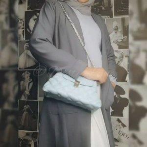 Outfit and bag nya dari @disty.lyne Yuk diorder , lagi ada diskon 10rb per item untuk tas dan baju dan dapat hampers juga setiap pembelian di atas 59rb . Buruan order 😍#ootdbyedelyne #ootd #ootdhijab #hijablook #fashionhijab #fashionblogger #outfitoftheday #clozetteid #fashion