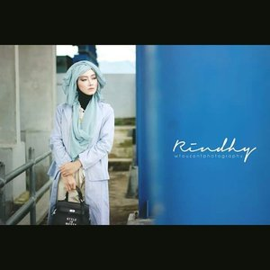 Makeup, hijab style and stylist  by me, for @rindhyfos,  photography by @wfauzantphotos#makeupbyedelyne #hijabbyedelyne #indonesianbeautyblogger #hijabphotography #hijabstyle #hijab #riasmuslimah #muaindonesia #mua #clozetteid #HOTD #ScarfMagz #hijablover #hijabfashion#instahijab #instabeauty #hijabiqueen #SquareInstaPic