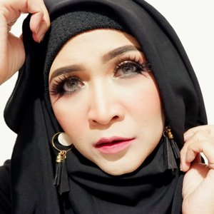 #makeupbyedelyne #khalilunamakeup #starclozetter #clozetteid #mua #makeup #makeupartist #makeupandhijab #makeupmom #instamakeup #ombrelips #makeupoftheday #hijabstyle