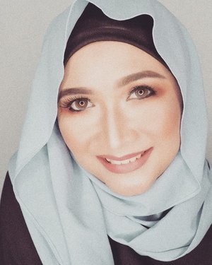 Jumat Mubarok 💙  Hijab by @khaliluna.idn  #brushedbyedelyne #makeupoftheday #clozetteid #hijabblogger #bloggerstyle #influencer #contentcreator #instagood