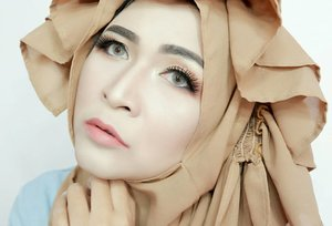 Fasting is an amazing thing.It gives people heart and soul💦Contact lens by @intannilaviasoftlens Solotica Avenue #makeupbyedelyne #hijabstyle #starclozetter #clozetteid #hijab #hijablookbook #makeupandhijab #hijabandfashion #wakeupandmakeup #makeup #mua