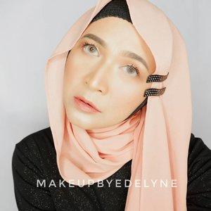 Selamat malam gaesss....😂Lagi musim jepit2 Korea, yg harga satuannya 35ribuan , tp aku belum punya 😔 ya udah pake ini aja, cuma 2000 an sepasang. Yang murah bisa keliatan ngga murahan juga khan?So, be creative! #brushedbyedelyne #clozetteid #makeup #hijabstyle #hijaber #hijabista #bandungbeautyblogger #tribepost #fashionistas #makeuplook #beautytips #beautyjunkie #naturalmakeup #glowingmakeup