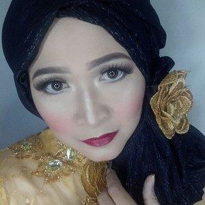 Ini adalah makeup look yang aku buat untuk kolaborasi 'Atom Carbon Blogger' dalam rangka HUT RI ke 71, apa saja kosmetik dalam negeri yang bikin aku seperti ini? Lihat di foto berikut nya ya.  #makeupbyedelyne #hijabbyedelyne #hijabdanmakeup #makeupuntukhijab #hijabstyle #starclozetter #clozetteid #hijab #hijabparty #makeupkebaya #hijabkebaya #kebayamuslim