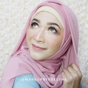 Morning universe , Makeup kali ini semuanya menggunakan produk dari @wardahbeauty loo, apa aja ya produk-produk yang aku pakai? Nanti aku kasih tau di foto berikutanya yaa. #brushedbyedelyne #makeup #clozetteid #hijabcantik #hijabchic #hijabandmakeup #wardahbeauty #wardah #onebrandmakeup #bandungbeautyblogger #tribepost #wakeupandmakeup