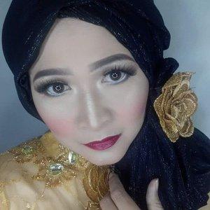 """"""" Tak peduli seberapa keras kamu mencoba, kamu tak akan pernah bisa menyangkal apa yang kamu rasa. Jika kamu memang berharga di mata seseorang ,tidak ada alasan baginya untuk mencari seseorang yang lebih baik darimu """" ____RA Kartini ____  #makeupbyedelyne #selamatharikartini #hijabbyedelyne #makeupartist #makeupandhijab #makeupkebaya #hijabstyle #starclozetter #clozetteid"""