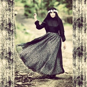 #hijabbyedelyne #hijabphotography #hijabstyle #hijabfashion #clozetteid #makeup #indonesianbeautyblogger #mua #riasmuslimah #ootd #HOTD #fashionphotography