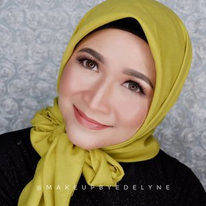 Selamat pagi...Kerudung yang aku pake nyaman banget nih, bahannya ngga tipis, mudah dibentuk pula.Langsung ya beli di @nowish.id , banyak banget pilihan warnanya. #makeupbyedelyne #hijabstyle #hijab #clozetteid #makeupandhijab