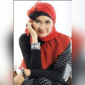 #clozetteid #godiscover #showyoursinceresmile #khalisalipcare #makeupbyedelyne #hijabbyedelyne #indonesianbeautyblogger #mua #muaindonesia #riasmuslimah #hijabers #hijabfashion #instahijab #hijabstyle #hijab #hijabinstyle #hijabIndonesia #hijaboftheday #hijaboftheworld