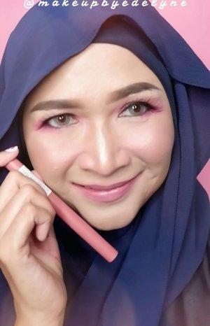 Pink Is The New Trend ! Kalian pasti suka warna pink kan? Fresh Pink , Dusty Pink or Stunning Pink ? Warna-warna pink yang gemes dan cantik kini hadir pada 5 shade terbaru dari @maybelline Super Stay Matte Ink Pink Edition . Hasil akhir matte dan tahan hingga 16 jam, kalian bisa tampil dengan lipstick ini untuk berbagai acara .Ini dia warna - warna terbaru dari Maybelline Super Stay Ink Crayon Pink Edition , 80, 85 dan 95 .Kalian suka yang mana gaessss 🥰💙 @bandungbeautyblogger#maybellineindonesia#brushedbyedelyne#pinkonfleek#mnyitlook #bandungbeautyblogger #beautybloggers #beautyinfluencer #bloggerstyle #makeup #clozetteid #mua #makeupartist #indonesiabeautyblogger#stayathome #dirumahaja #staysafe