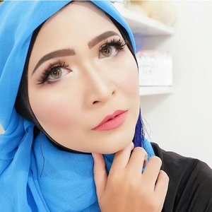 Don't let anyone with bad eyebrows tell you anything about life .#makeupbyedelyne #makeup #starclozetter #clozetteid #hijabandmakeup #makeupartist #muabandung #muagarut #flawlessbeauty #flawlessmakeup #wakeupandmakeup #instamakeup #makeupinspo #makeupweddingbandung