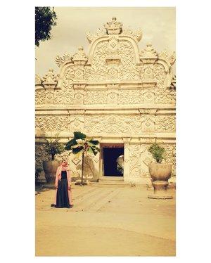 #hijabstyle #ootdhijab #clozetteid #starclozetter #exploreyogyakarta #explorejogja #visityogyakarta #bloggerstyle #styleblogger #tamansari #tamansarijogja #photooftheday #indonesia #yogyakarta