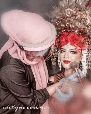 "Good Morning ...🌞🌻  This is my new normal activity. How's yours ?   Jadi buat kalian yang di makeup sama aku, jangan khawatir ya, baik itu makeup wedding ataupun makeup lainnya. Semua dilakukan dengan standar protokol kesehatan , seperti memakai APD , selalu sedia hand sanitizer , dan alkohol spray.   💙 "" AKU JAGA KAMU, KAMU JAGA AKU"" 💙  #brushedbyedelyne #makeupartist #weddingmakeup #muagarut #muabandung #muatasikmalaya #muajakarta #mua #riaspengantin #garutupdate_ #staysafe #clozetteid #bridedept #bridestory #bridestyle #undiscoveredmuas #airbrushmakeup #inspirasicantikmu"