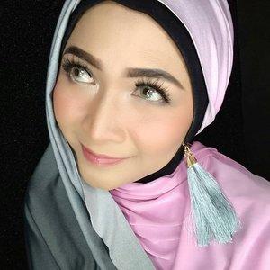 Berhijab tapi pengen bisa pakai tassel earrings? Bisa kok , ni contoh pemakaiannya, bisa buat gaya hijab kalian untuk malem minggu nanti.  #hijabbyedelyne  #makeupbyedelyne  #hijabstyle  #starclozetter  #clozetteid #hijab #makeuplooks  #hijablooks