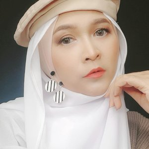 You don't become what you want, you become what you believe. 🌻🌻🌻🌻#brushedbyedelyne #selfreminder #instagood #influencer #blogger #bloggerstyle #quotes #hijabstyle #hidjeb #clozetteid
