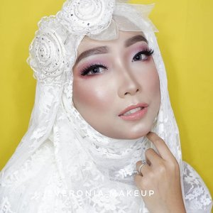 Makeup tutorialnya ada di postingan sebelumnya. @ltpro_official Glow Perfect Highlighter Kit 01 dan Glow Perfect Liquid Highlighter Aurora@ran_cosmetic_indonesia powder R23 Video lengkapnya ada di YouTube channel aku, link di bio. #makeupbyedelyne #makeupandhijab #makeupoftheday #riaspengantinmuslim #riasmuslimah #tutorialmakeup #makeup #beforeandaftermakeup #thepowerofmakeup #makeuptransformation #tampilcantik #inspirasimakeup #wakeupandmakeup #makeupandhijab #makeupartist #muagarut #muabandung #noeyebrowtrimming #muaindonesia #mua #makeupartist #makeupartistworldwide #makeuptutorial #bandungbeautyvlogger #bandungbeautyblogger #minitutorial #makeup #clozetteid #belajarmakeup #naturalmakeup #makeuplover #makeupaddict