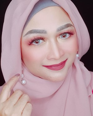 💟THE DETAILS 💟⁣ Makeup yang dipake di video sebelumnya:⁣ ⁣ 🌻 Maybelline Matte+Poreless Fit Me Foundation 128⁣ 🌻 Maybelline Matte + Poreless Fit Me Powder 118⁣ 🌻 Loreal Infallible Longwear Shaping Stuck ⁣ 🌻 Morphe Blush 9B ⁣ 🌻 Kat Von D Shade and Light ⁣ 🌻 Morphe Eyeshadow 35C ⁣ 🌻 Anastasia x Amrezy Highlighter ⁣ 🌻 Stila liquid lipstick Aria ⁣ 🌻 Anastasia Dipbrow Pomade Dark Brown ⁣ 🌻 Pixy Concealing Base ⁣ ⁣ ⁣ @maybelline @lorealparis @getthelookid @morphebrushes @stilacosmetics @thekatvond @anastasiabeverlyhills @pixycosmetics ⁣ ⁣ #brushedbyedelyne #makeup #clozetteid #hijabstyle #influencer #mua #bloggerstyle #instagood #photooftheday #bandungbeautyblogger