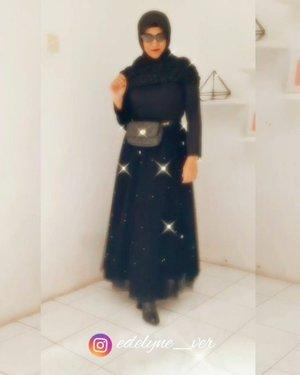 Selamat sore, siap-siap besok jadi guru lagi yaw emak-emak 💙😁Semangat 💪💪💪😍Boots asli Garut , Sukaregang 👍#thepowerofemakemak #garut #kulitgarutasli #ootd #ootdfashion #bloggerstyle #over40andfit #40andfabulous #hijabfashion #hijabstyle #transformation #transition #bloggerstyle #clozetteid #instagood