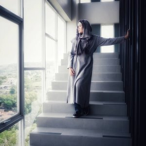 Sometimes the bravest thing you can do is let someone love you. #ootdhijab #ootd #hijabandfashion #hijabstyle #starclozetter #clozetteid #kbbvmember #ootdfashion