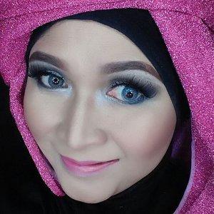 #makeupbyedelyne #hijabbyedelyne #indonesianbeautyblogger #smokeyeyes #clozetteid #COTW #happyselfie #hijabstyle #hijablover #hijabista #hijaboftheday #hijabfashion #riasmuslimah #makeupartist