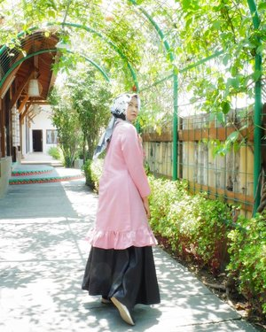 Don't look back, you aren't going that way.#ootdbyedelyne #ootdhijabindonesia #clozetteid #bloggerstyle #travelblogger #garut #westjava